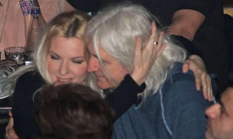 Νίκος Καρβέλας-Αννίτα Πάνια: Τρυφερές αγκαλιές (φωτό)