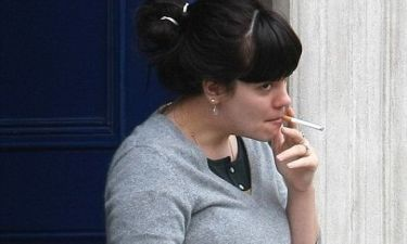 Lily Allen: Επιστροφή στο στούντιο και στο τσιγάρο