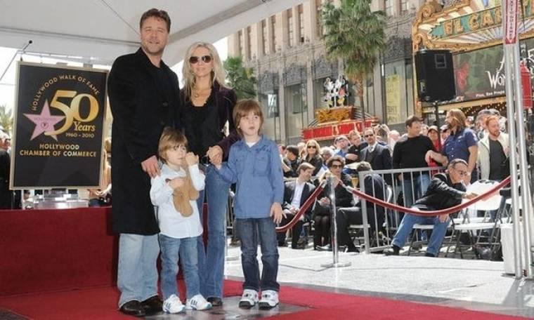 Russell Crowe: Γίνεται «αρνάκι» μπροστά στα παιδιά του