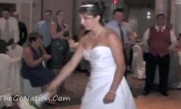 Βίντεο: Η «φονική» ανθοδέσμη γάμου
