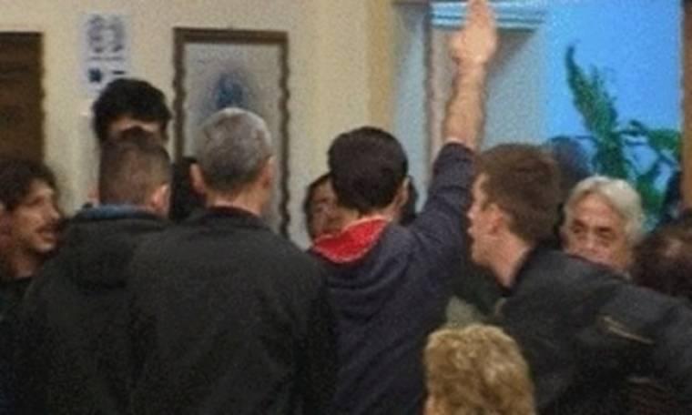 Ο ξάδερφος του Γκλέτσου και ο ναζιστικός χαιρετισμός στο δημοτικό συμβούλιο (video)