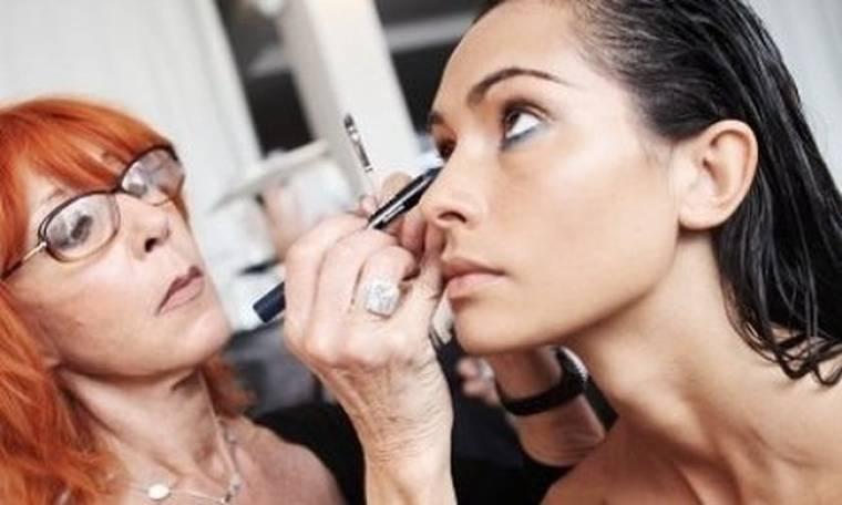 Δημιουργήστε βήμα-βήμα ένα αδιάβροχο αισθησιακό μακιγιάζ