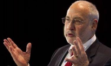 Στίγκλιτς: Δεν οδηγούν πουθενά οι περικοπές μισθών και συντάξεων