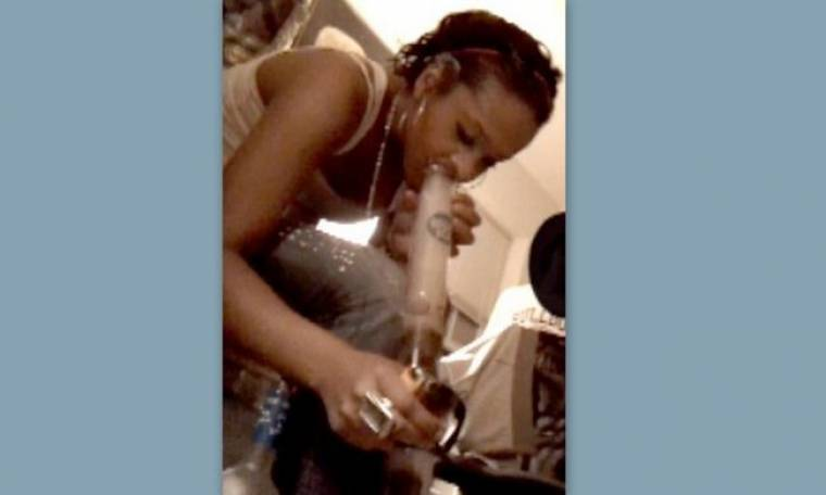 Σοκαριστική φωτογραφία: Η κόρη της Whitney Houston παίρνει ναρκωτικά!