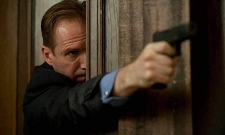 Ο Ralph Fiennes στην πρώτη του φωτογραφία από το Skyfall