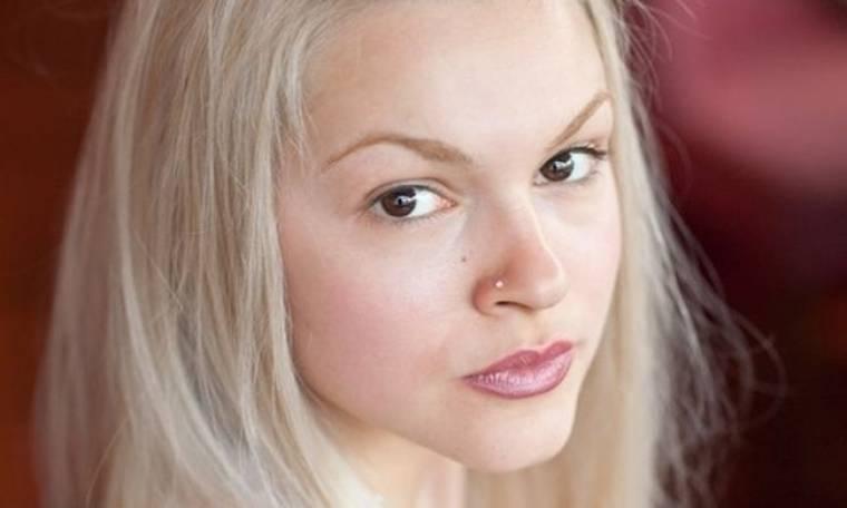 Βίκυ Κάβουρα: «Κάθε γυναίκα οφείλει στον εαυτό της να αισθάνεται sexy»