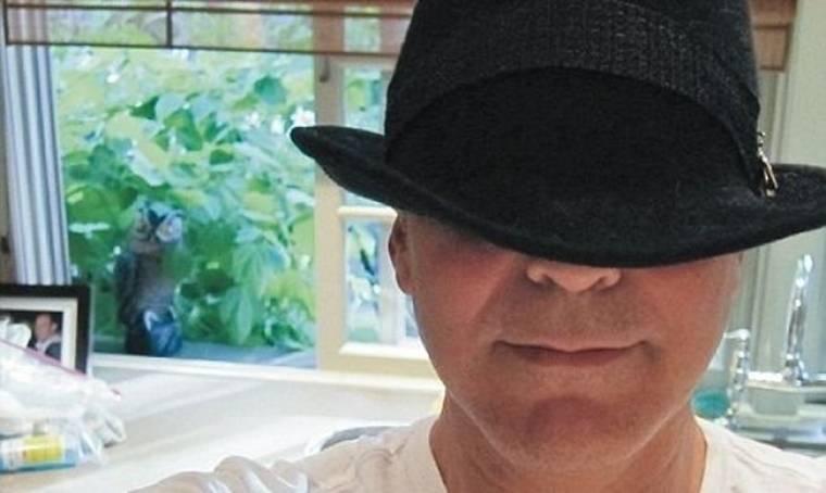 Ποιος κρύβεται κάτω από το καπέλο;