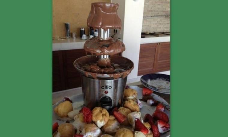 Ποια κυρία της σόουμπιζ απολαμβάνει τον σοκολατένιο πειρασμό;