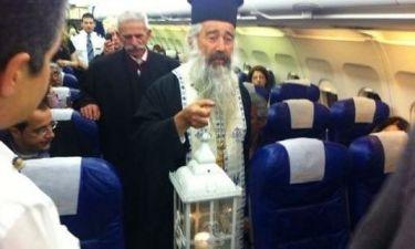 Ποιος τραγουδιστής ήταν στην πτήση της μεταφοράς του Αγίου Φωτός στην Κύπρο;