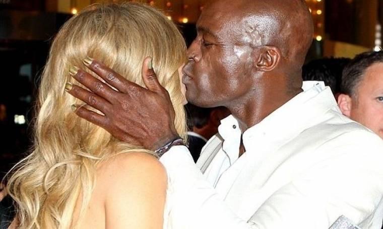 Ποια είναι η κυρία που φιλάει τον Seal;