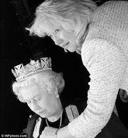 Αδημοσίευτες φωτογραφίες από τα παρασκήνια φωτογράφησης της βασίλισσας Ελισάβετ στο Μπάκινγχαμ