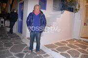 Νίκος Βαρβέρης: Βόλτες στα στενά της Μυκόνου