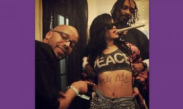 Η Rihanna διασκεδάζει στην Coachella με το ολόγραμμα του Tupac