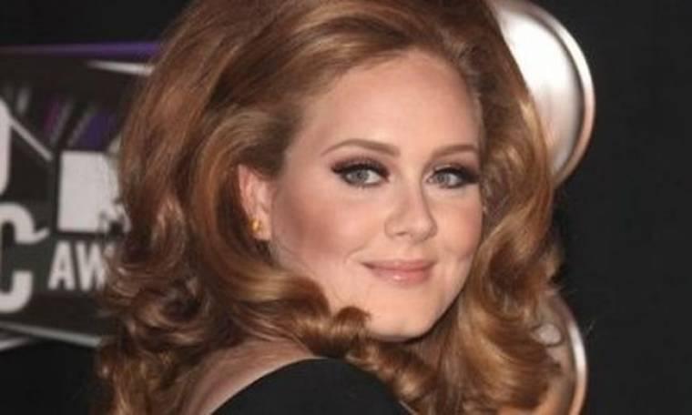 Kάτι τρέχει με την μύτη της Adele;