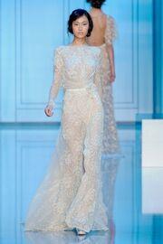 Ποιο νυφικό θα φορέσει η Angelina Jolie; (φωτό)