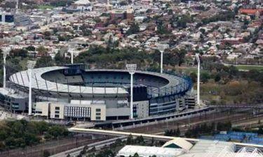 Μετατρέπουν τα γήπεδα σε χώρους προσευχής των Μουσουλμάνων