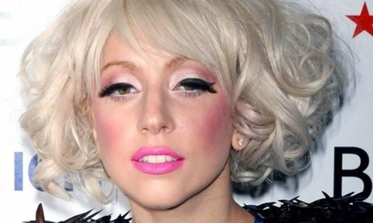 Γιατί η Lady Gaga πιπιλάει κρυστάλλους;