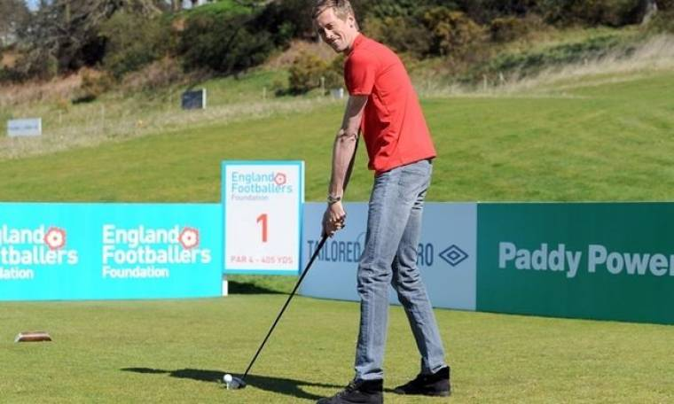 Ο Πίτερ Κράουτς παίζει... γκολφ