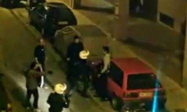 Βίντεο:Αστυνομικοί χτυπούν ανελέητα μετανάστη