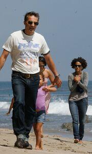 Halle Berry – Olivier Martinez: Παιχνίδια στην παραλία με τη Nahla
