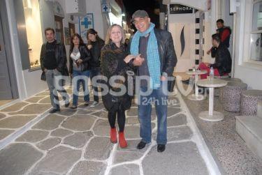 Γιάννης Ζουγανέλης-Ισιδώρα Σιδέρη: Βόλτα στα στενά της Μυκόνου