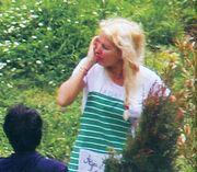 Ελένη Μενεγάκη: Με τα μαλλιά κοτσίδα στο κτήμα του Ματέο