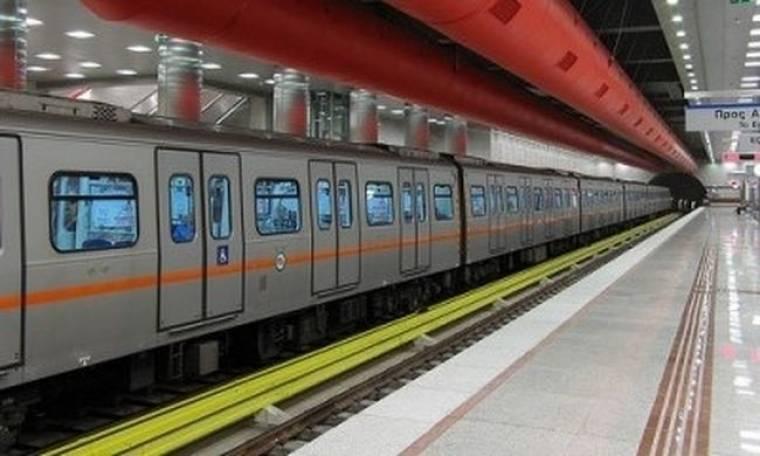 Έπεσε στις γραμμές του Μετρό!