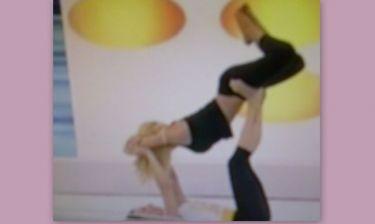 Σέξι Video: H Έλενα Παπαβασιλείου κάνει… ανοίγματα και τουρλώνεται! (Nassos blog)