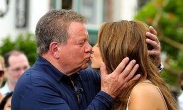 Η Maria Menounos φιλάει τον Captain Kirk!