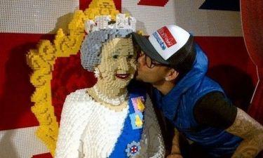 Το «βασιλικό» φιλί του…
