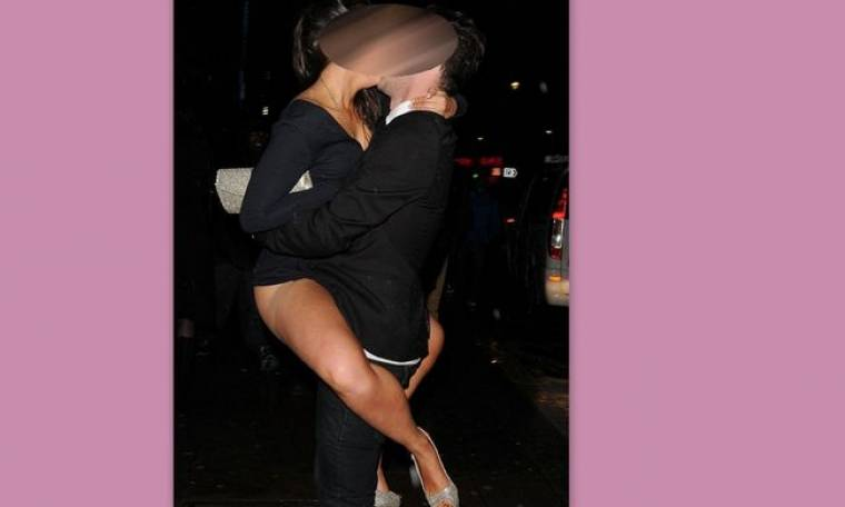 Το σφιχτοαγκάλιασμα, το παθιασμένο φιλί και το «καβάλημα»! (φωτό)