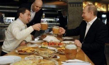 Ο Πούτιν σε …μπυραρία μετά την …διαδήλωση της 1ης Μάη