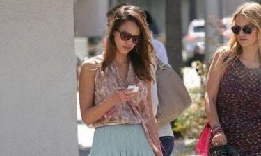 Η Jessica Alba σε μια casual chic εμφάνιση