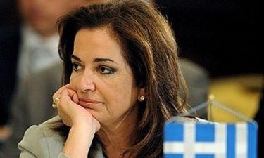 Εσπευσμένα η Ντόρα στην Αθήνα λόγω του θανάτου της μητέρας της