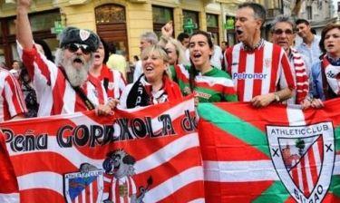 Ατλέτικο – Μπιλμπάο: Στο βάθος το τρόπαιο του Europa League