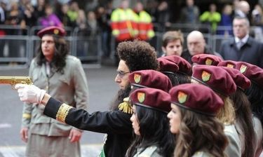Sacha Baron Cohen: Εντυπωσιακή πρεμιέρα του Δικτάτορα