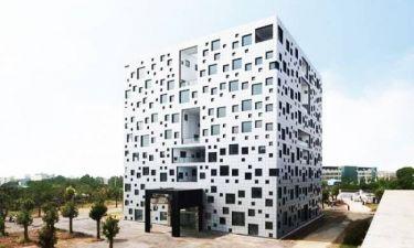 Το κτίριο με τα 1.000 παράθυρα (φωτο)