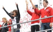 Γιατί μας δείχνει το στήθος της η Halle Berry