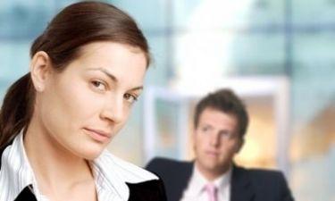 Τι γίνεται όταν το αφεντικό σας σας φλερτάρει;