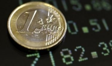 Στο χαμηλότερο επίπεδο του τελευταίου τετραμήνου το ευρώ