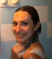 Ελληνίδα ηθοποιός ανάρτησε στο facebook φωτογραφία της από το ντους