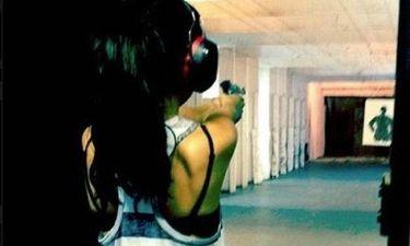 Κυκλοφορεί κι… οπλοφορεί