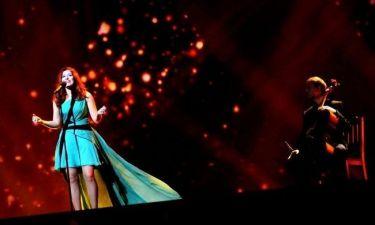 Eurovision 2012: Ο ανεμιστήρας ανέμιζε το τούλι της εκπροσώπου της Φινλανδίας