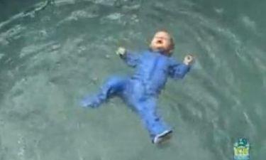 Μαθήματα επιβίωσης στο νερό για βρέφη!