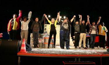 Ποιοι celebrities βρέθηκαν στην πρεμιέρα της παράστασης «Δε μασάμε! 2012 φιλιά!»