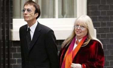 Προβλήματα μετά το θάνατο του Robin Gibb με τη μητέρα του εξώγαμου παιδιού του