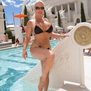 Πλούσια τα ελέη της Nicole Coco!