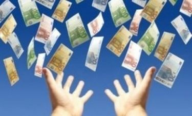 Bloomberg: Δεν είναι ασφαλείς οι καταθέσεις αν βγει η Ελλάδα από το ευρώ