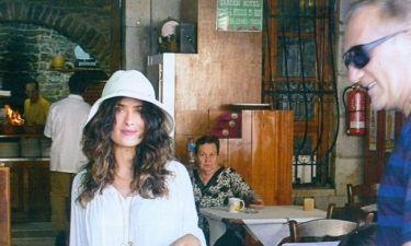 Σάλμα Χάγιεκ: Φωτογραφικό υλικό από τις διακοπές της στην Σύμη