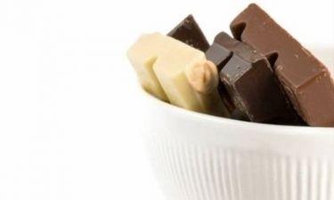 Γλυκο: κέικ με μαύρη, λευκή και γάλακτος σοκολάτα